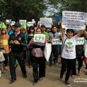 Hàng trăm người dân Hà Nội tiếp tục tuần hành đòi minh bạch việc chặt cây