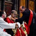 Máu thánh Gennariô hóa lỏng tại Naples nhưng Đức Hồng Y chủ tế không nhấc lọ máu lên được