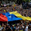 Maduro định bỏ trốn sang Cuba nhưng Nga thuyết phục y ở lại. Hội Đồng Giám Mục Venezuela nhóm họp.