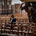 Các giám mục Pháp phản đối chính quyền giới hạn tối đa 30 người tham dự Thánh lễ