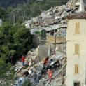 Ba năm sau vụ động đất, Đức Phanxicô đến thăm vùng Marches