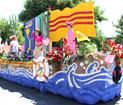 Xe Hoa Người Việt Vùng Tây Bắc HK đoạt giải Court Award trong Ngày Rose Festival Parade