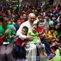 Đức Thánh Cha thăm các trẻ em bụi đời ở Manila